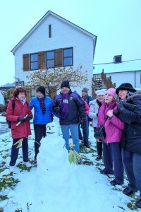 The photo shows the snowman we built in front of the police station in Queenstown